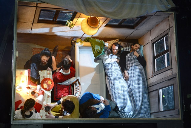tl_files/Content/2014/Angebote/Theater/GRIMM EIN DEUTSCHES MAERCHEN-Ensemble_(c)_Bettina Mueller.jpg